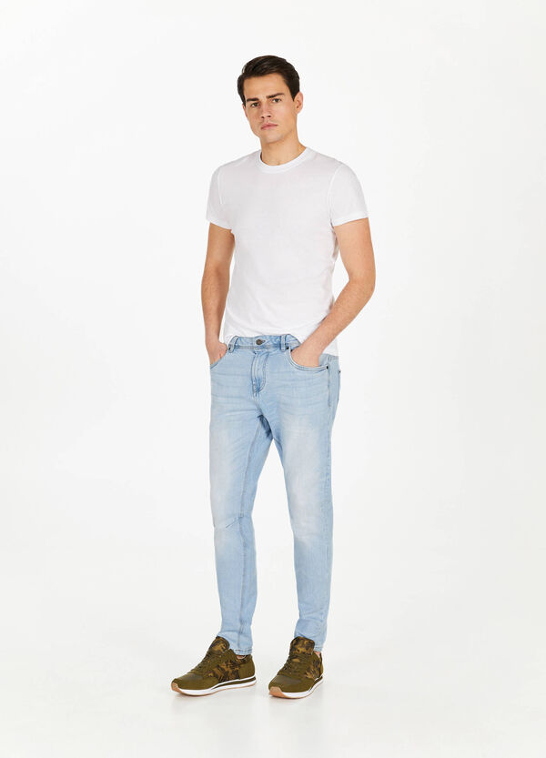 Loose-fit stretch jeans with whiskering