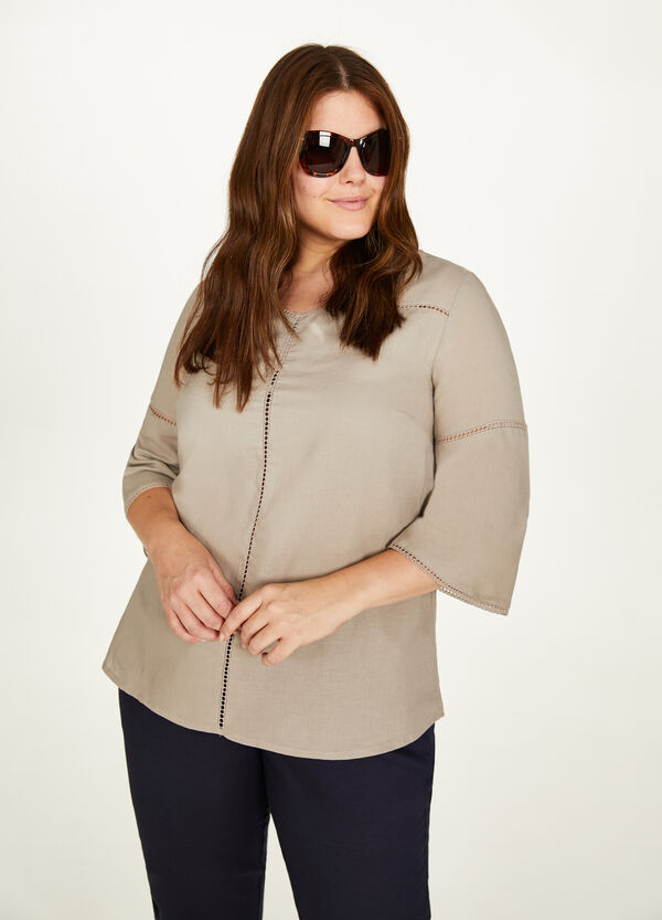 Curvy openwork blouse in linen and cotton