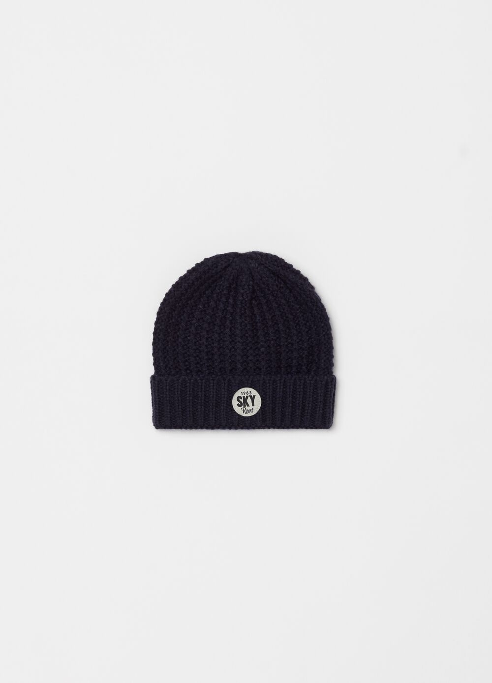 Knitted hat with lettering patch