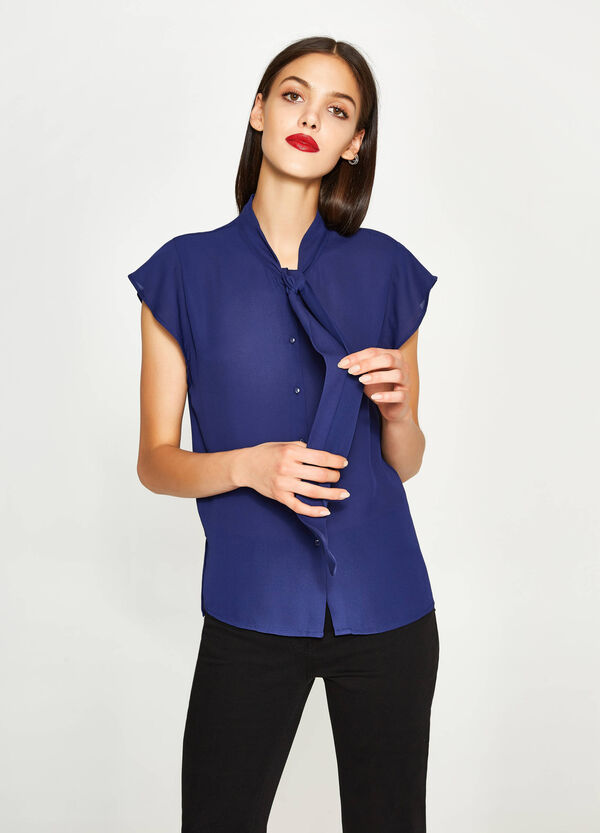 V-neck shirt with tie fastening | OVS