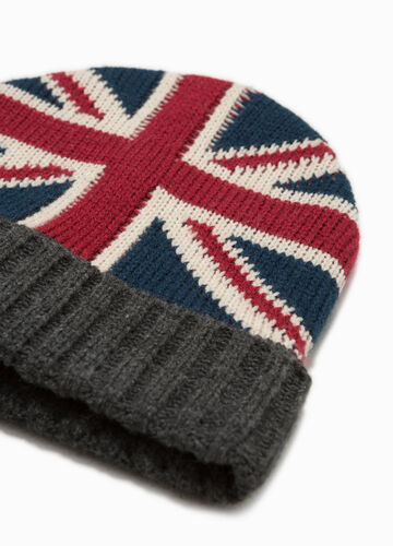 Knitted beanie cap with English flag