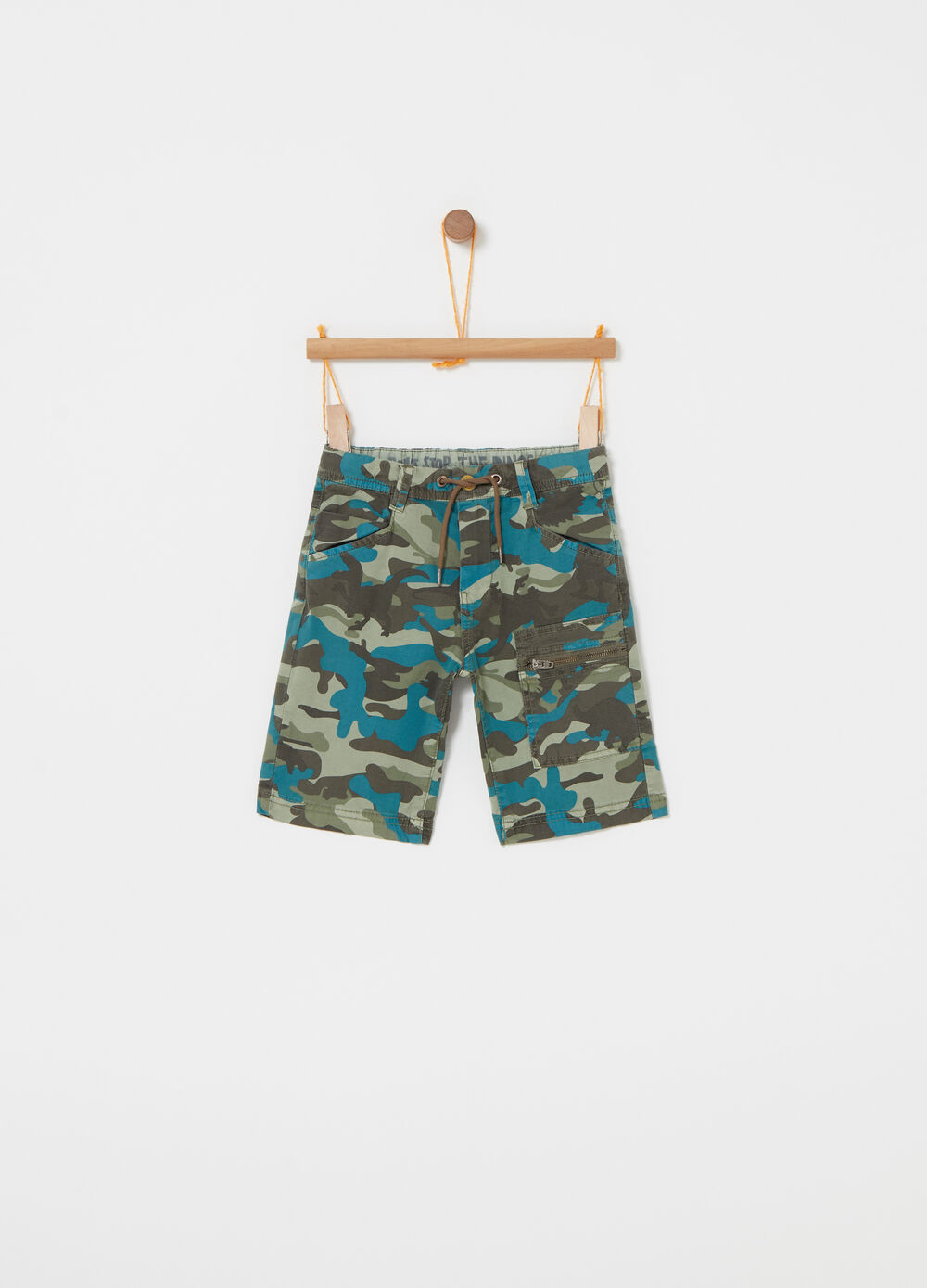 Poplin shorts with camouflage pockets