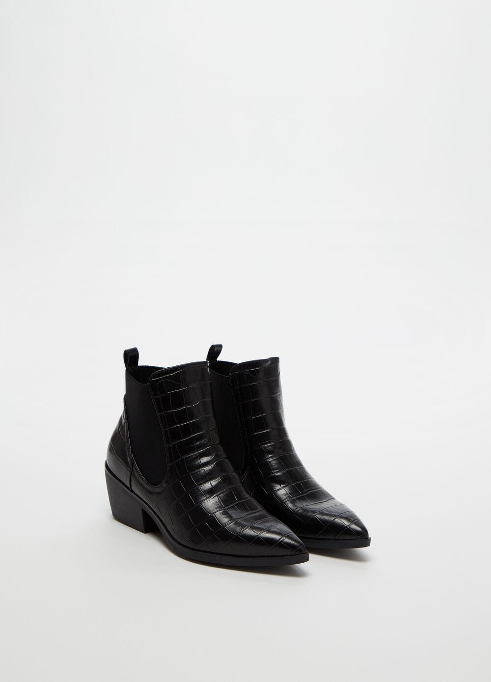 Pointed crocodile-effect boots