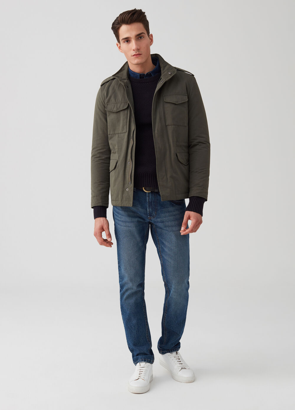 Jacket with pockets and zip fastening