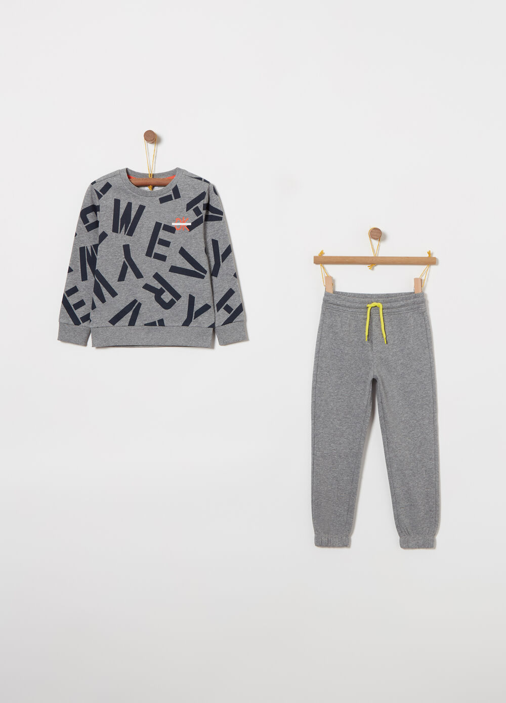 Fleece jogging set with top and all-over pattern