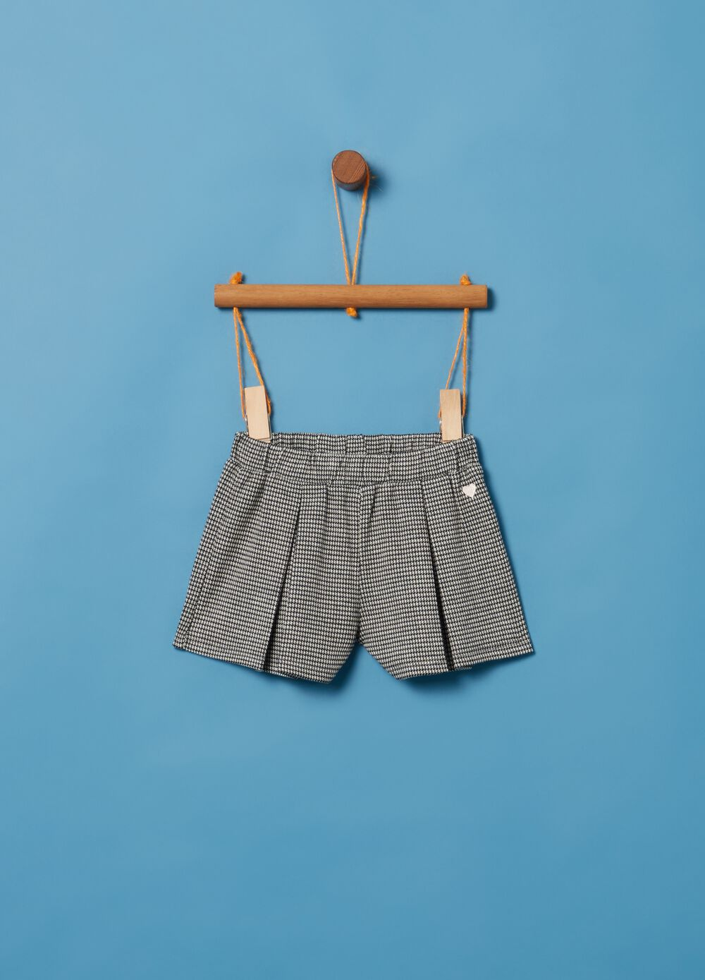 Stretch shorts with hounds' tooth pattern
