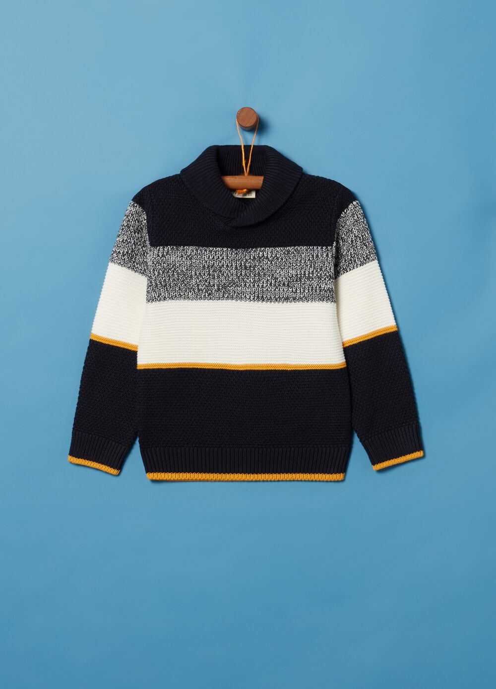 Knitted top with intarsia striped pattern