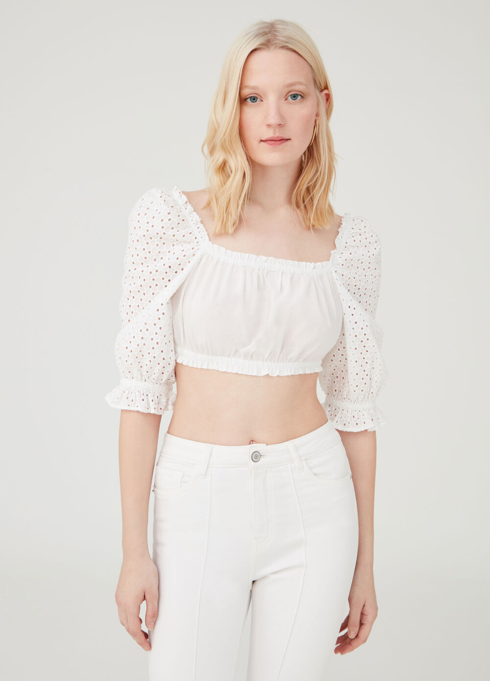 Crop shirt with openwork sleeves