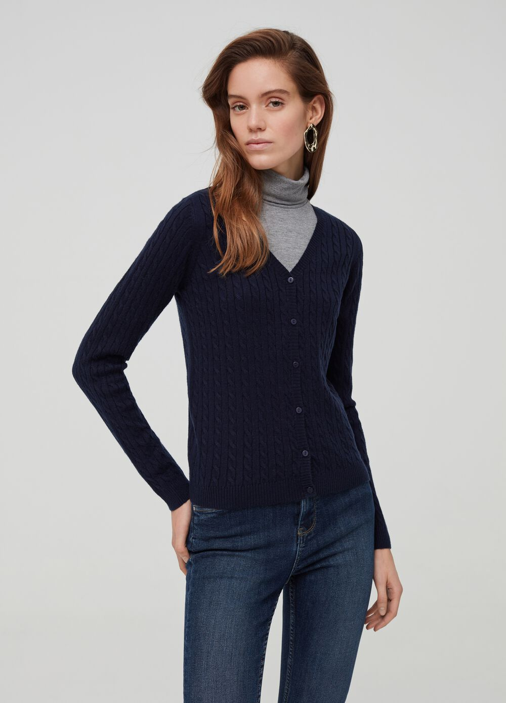 Knitted cardigan with V neck