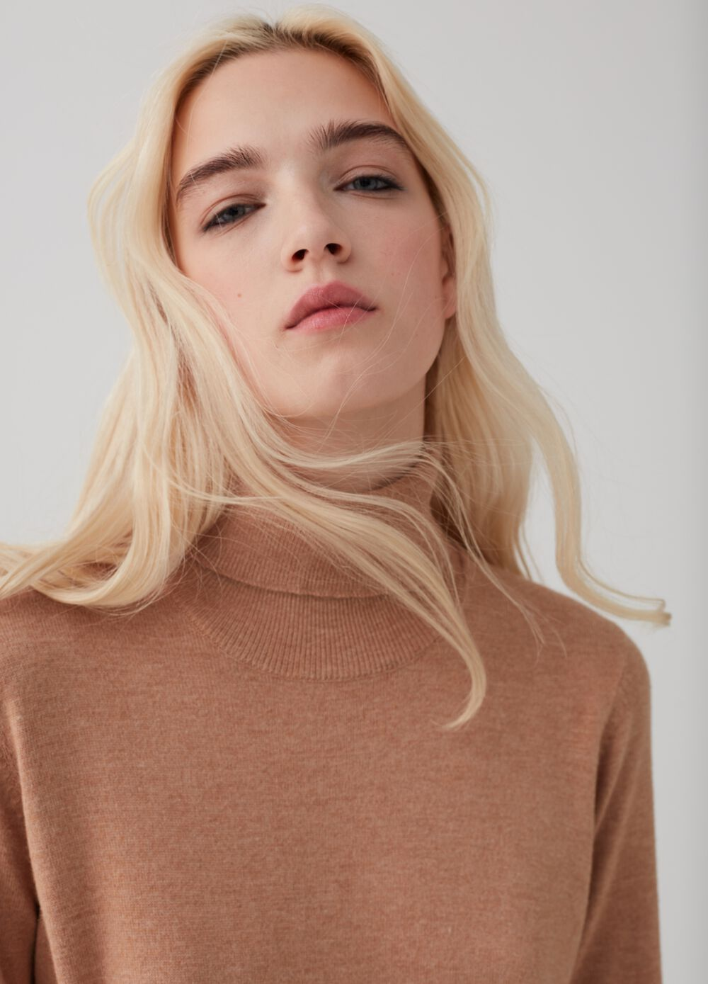 Turtleneck pullover with ribbing