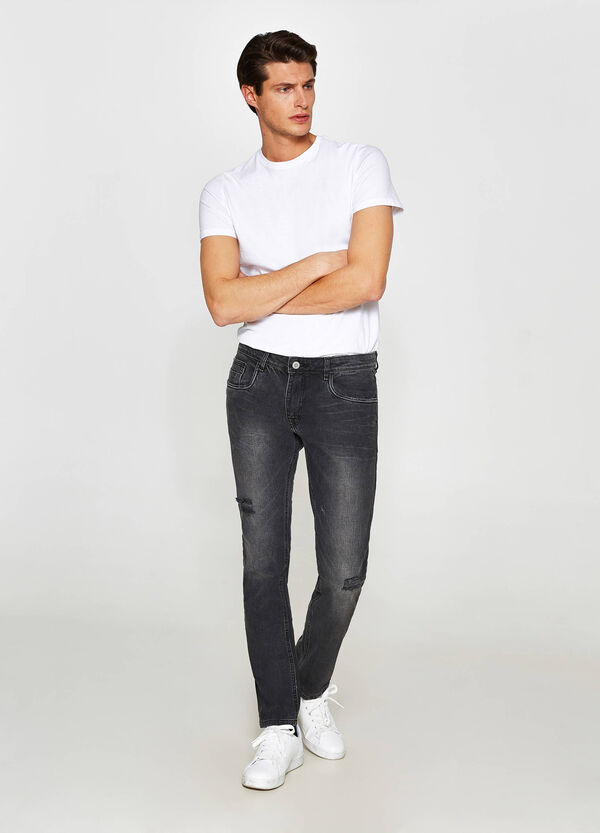Jeans skinny fit effetto used con strappi