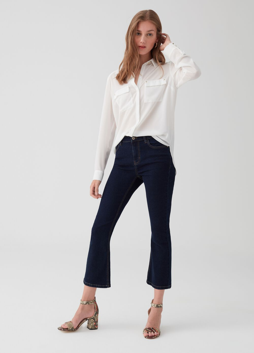 Solid colour flared crop jeans