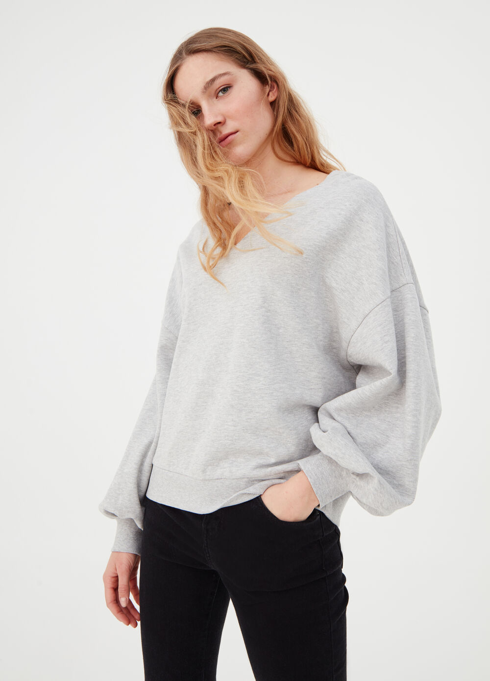 Oversized sweatshirt with puff sleeves