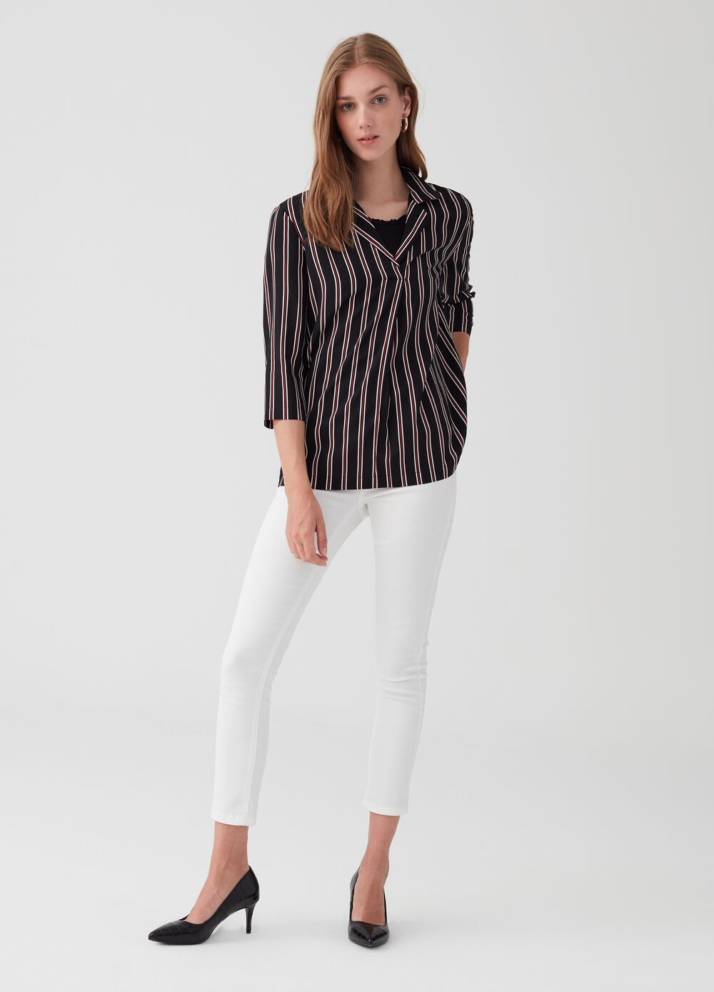 V neck blouse with three-quarter sleeves.