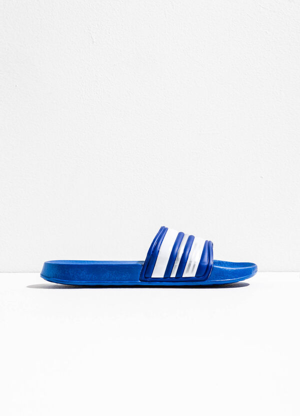 Rubber slippers with striped pattern