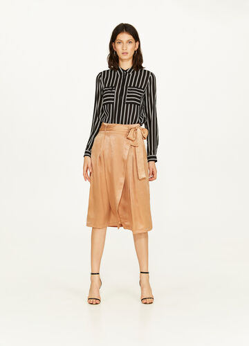 Solid colour skirt with belt and high waist