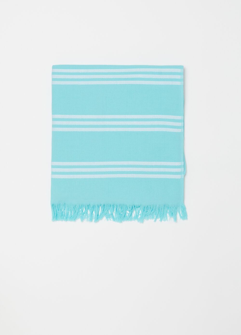 Beach towel with fringed edge and pattern