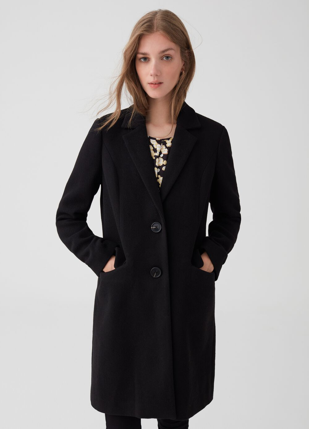 Wool blend coat with lapels and buttons