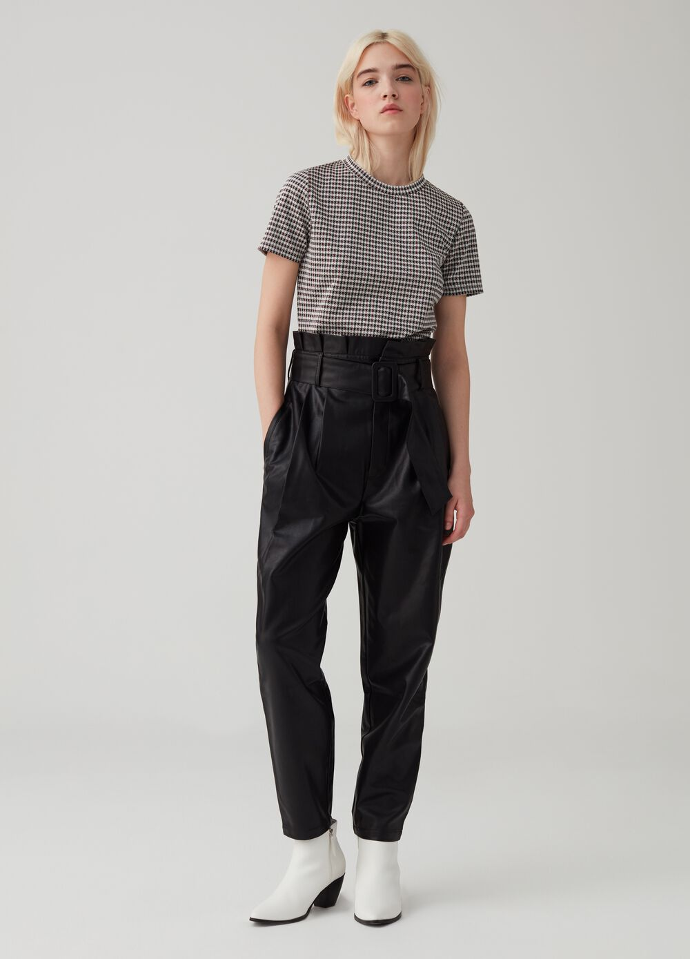 Paperbag trousers in leatherette