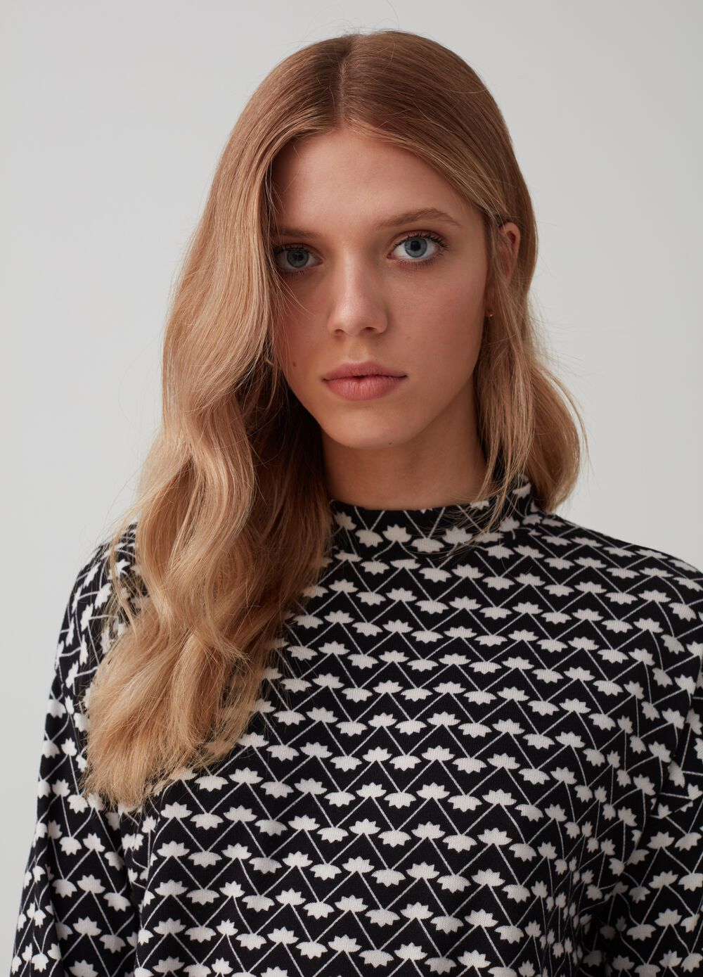 Patterned T-shirt with long sleeves and belt