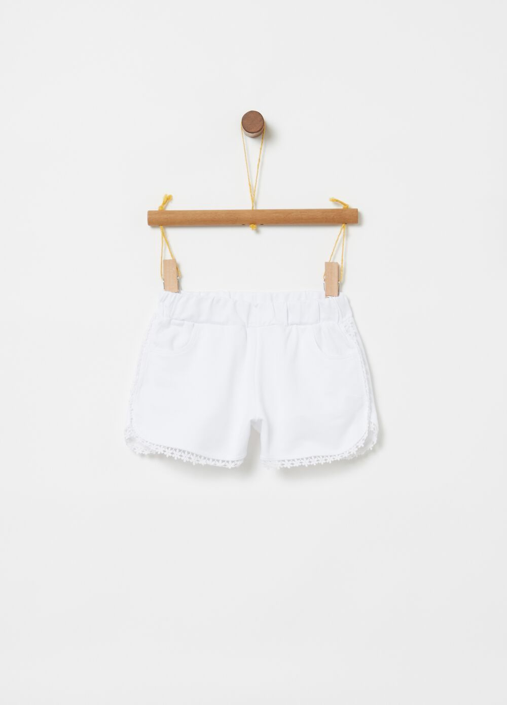 100% cotton shorts with trim pockets