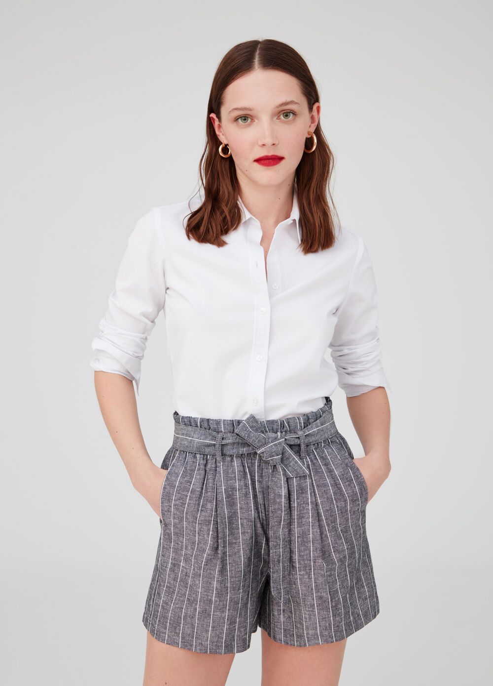 Wide high-waisted shorts in striped cotton and linen