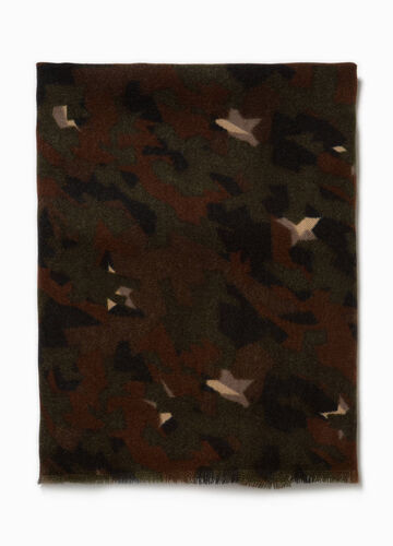 Camouflage pashmina with fringed edges.