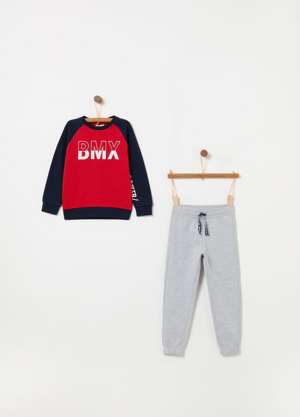 Jogging set consisting of top and trousers in 100% cotton