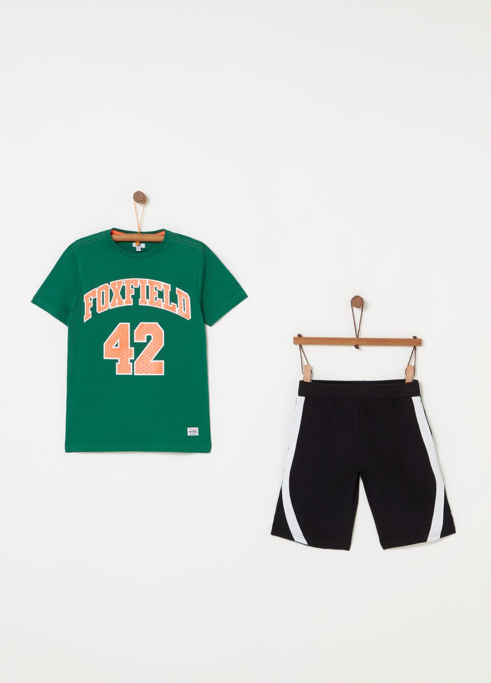 Jogging set consisting of T-shirt and shorts in 100% cotton