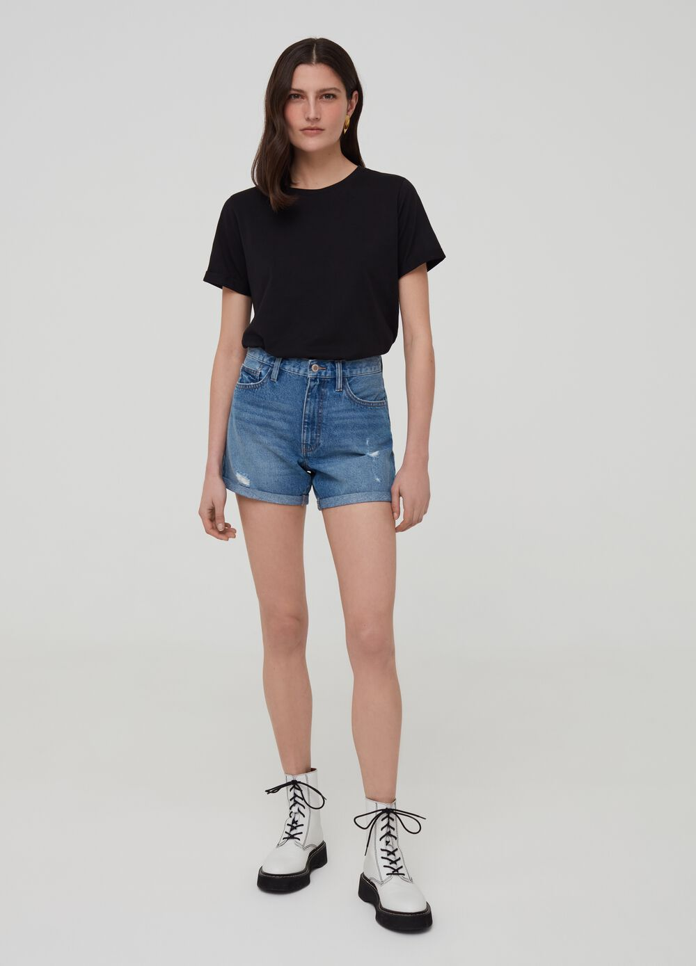 Denim shorts with abrasions