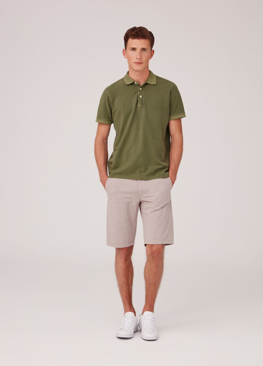 Regular-fit shorts in 100% cotton with pockets