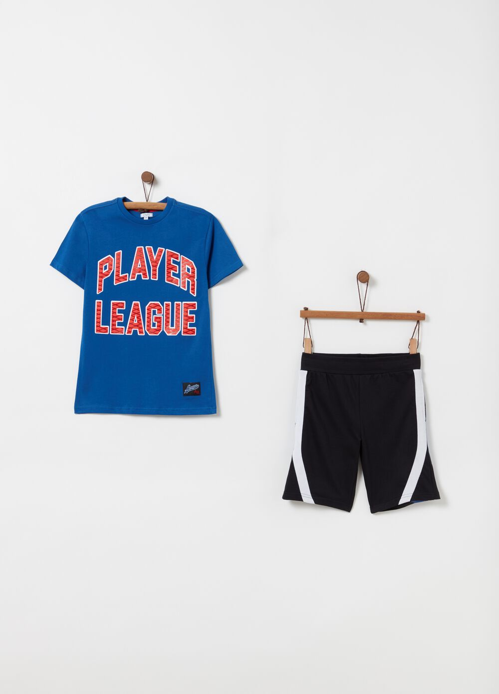 T-shirt and shorts jogging set with striped print