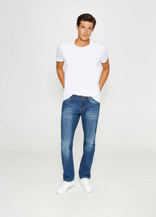 Regular fit jeans with discolouring