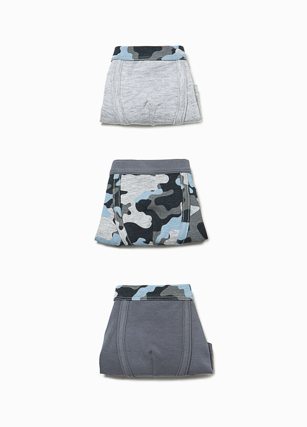 Three-pack solid colour and camouflage boxer shorts | OVS