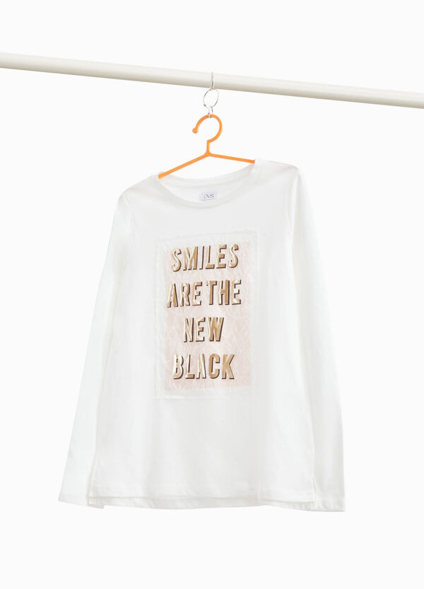 T-shirt with glossy lettering and lace