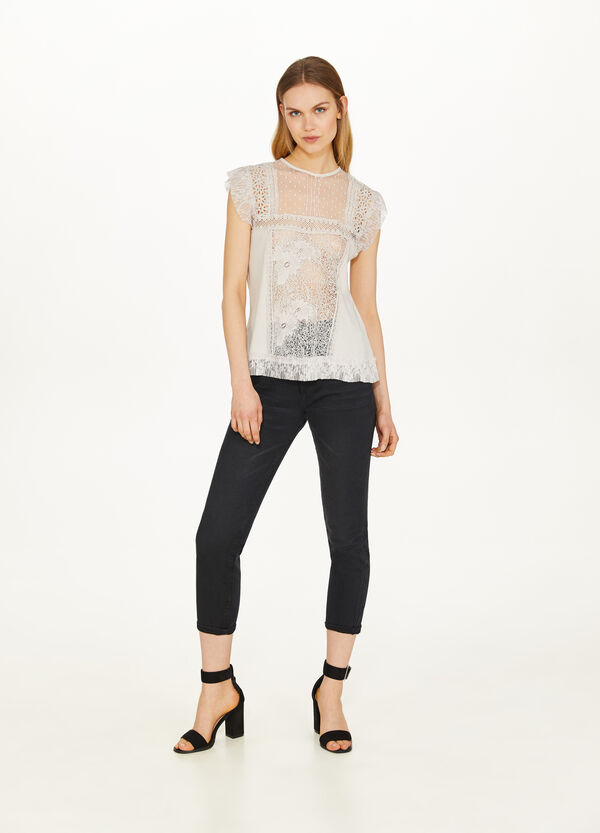 Stretch T-shirt with lace and embroidery