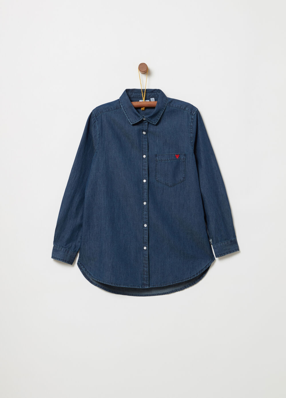 Lightweight chambray shirt with pocket