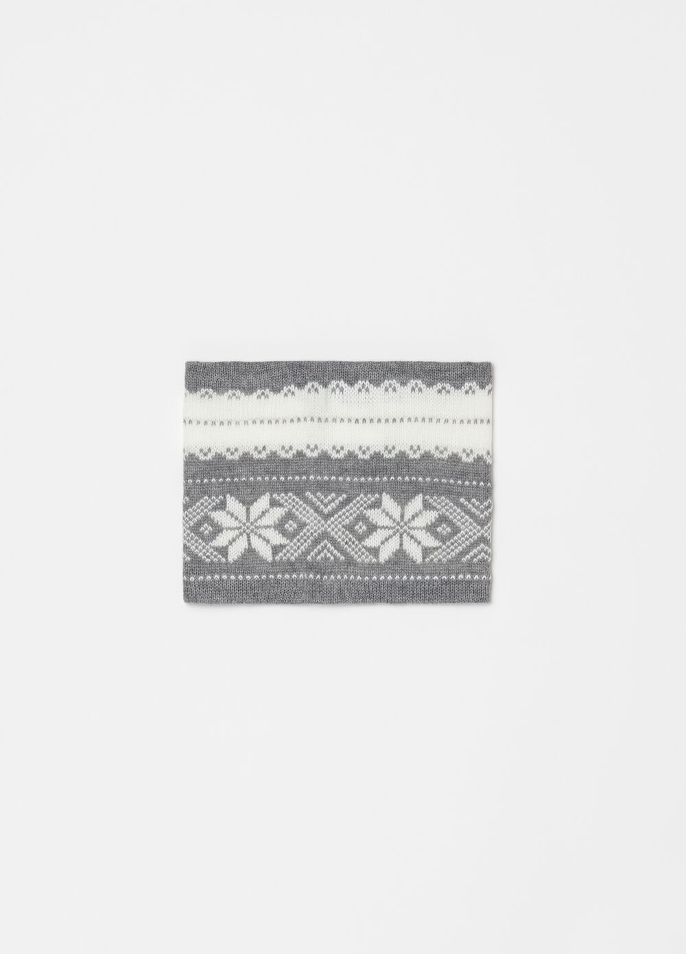 Scarf with geometric pattern
