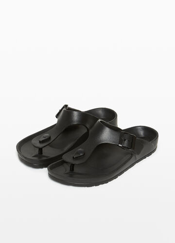 Thong sandals with buckle