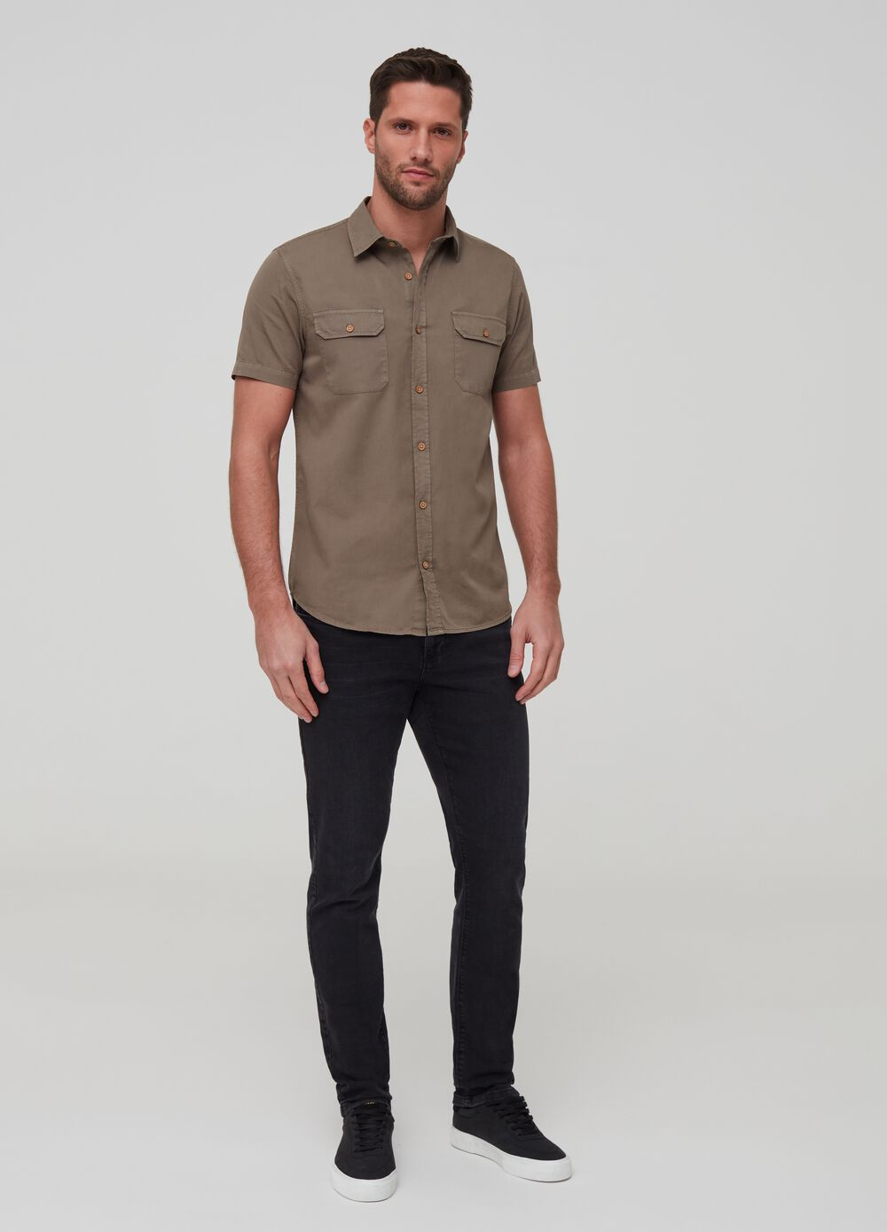 Short-sleeved shirt with pockets