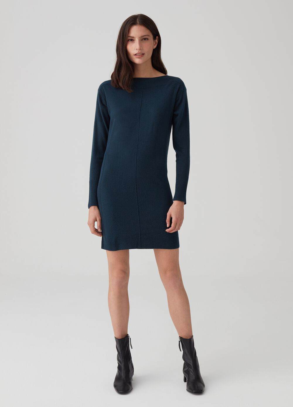 Knitted dress with long sleeves and ribbing