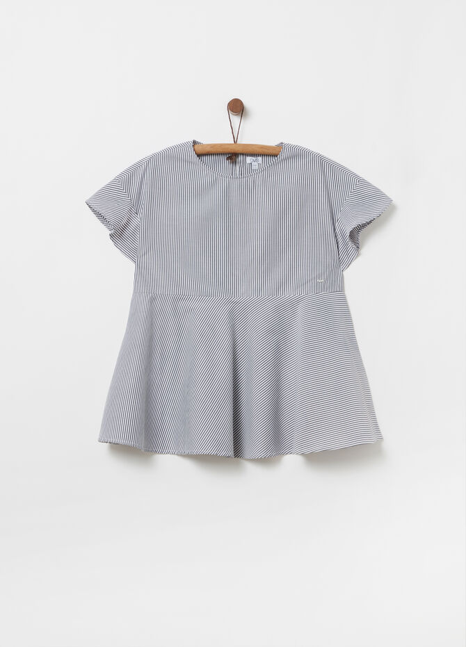Shirt with round neck and short sleeves