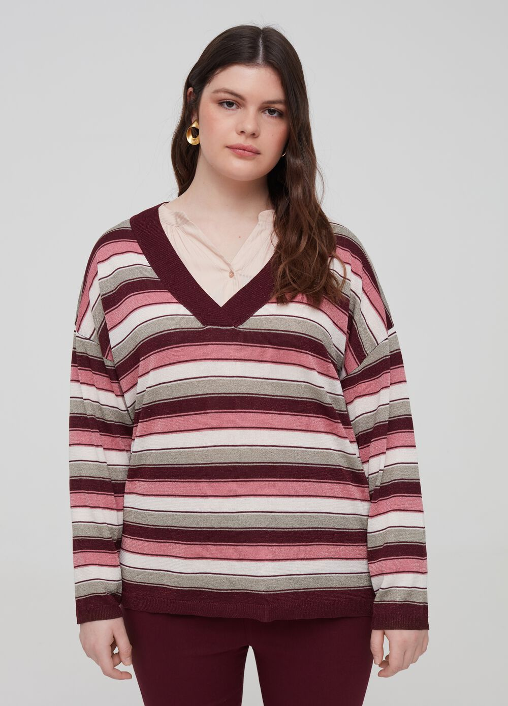 Curvy knitted pullover with lurex