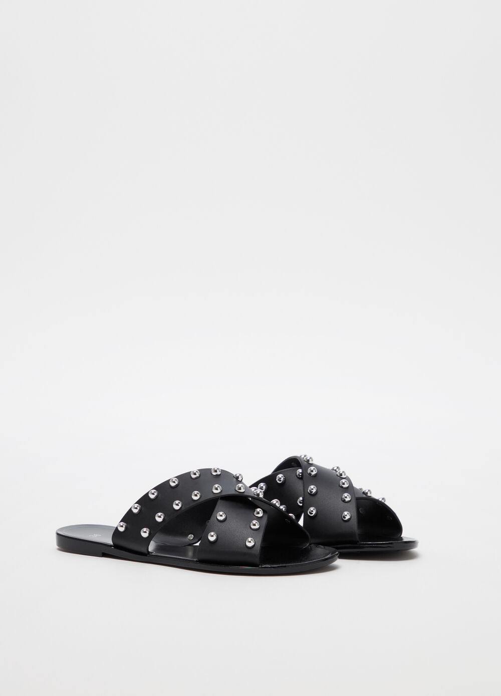 Crossover sandals with studs