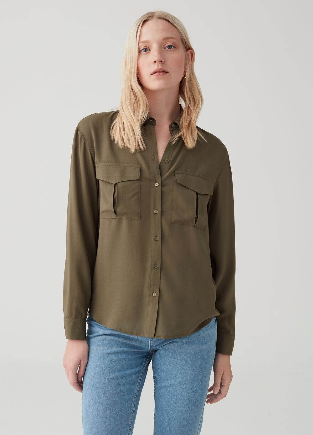 Shirt with utility-style cargo pockets
