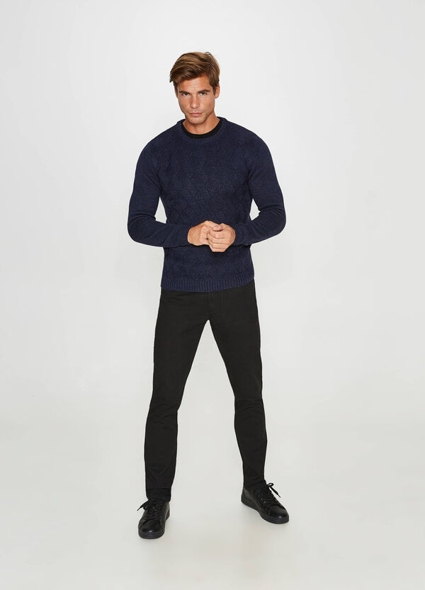 Pullover with round neck and knitted motif