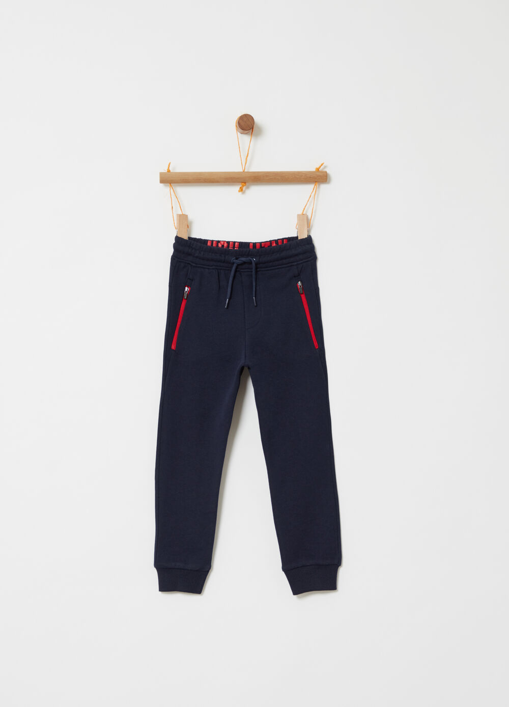 Trousers with pockets with zip and print