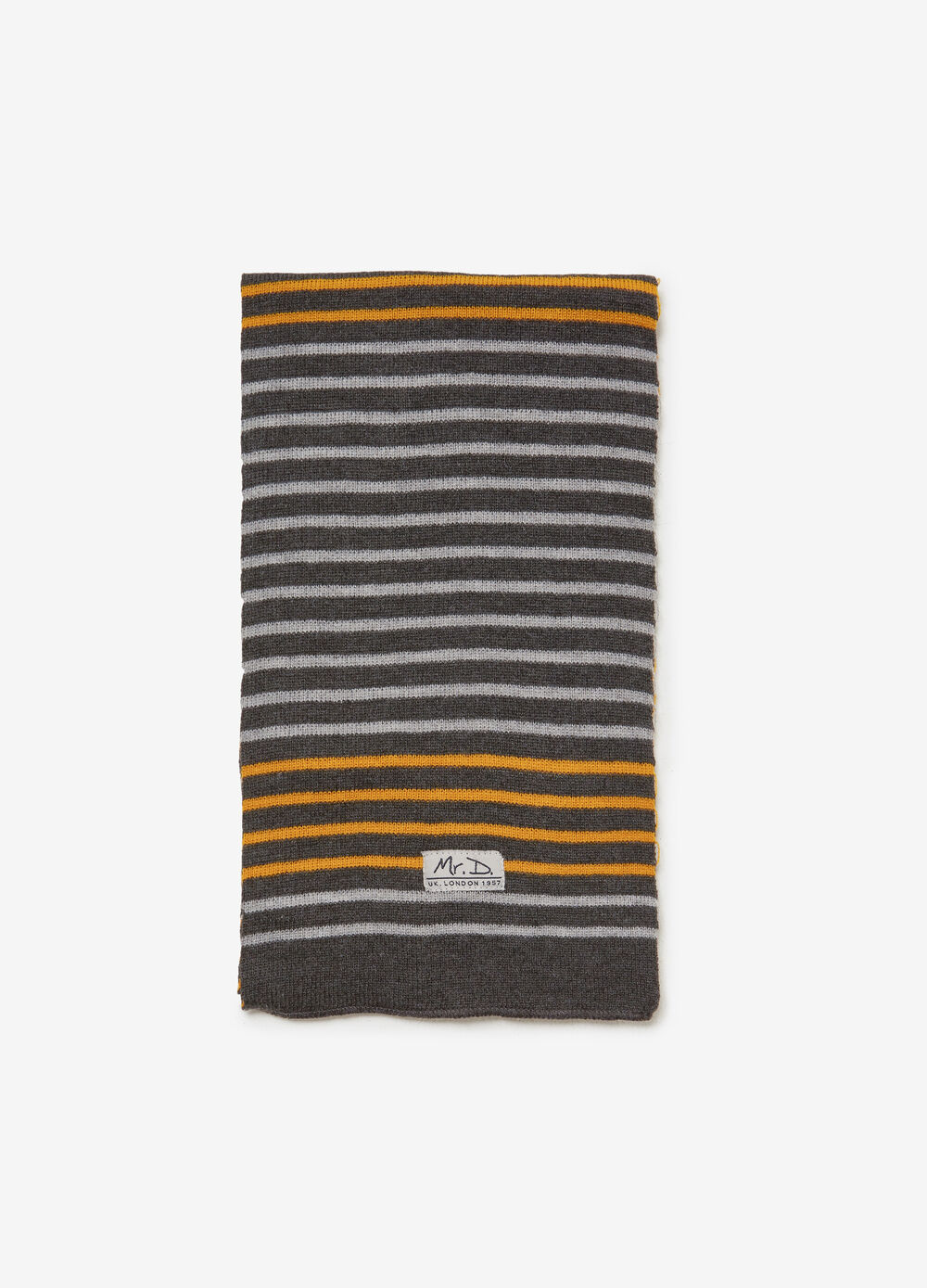 Scarf with striped pattern and patch