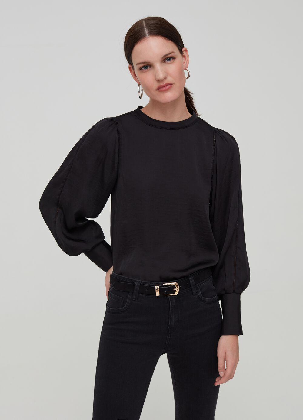 Solid colour blouse with buttons