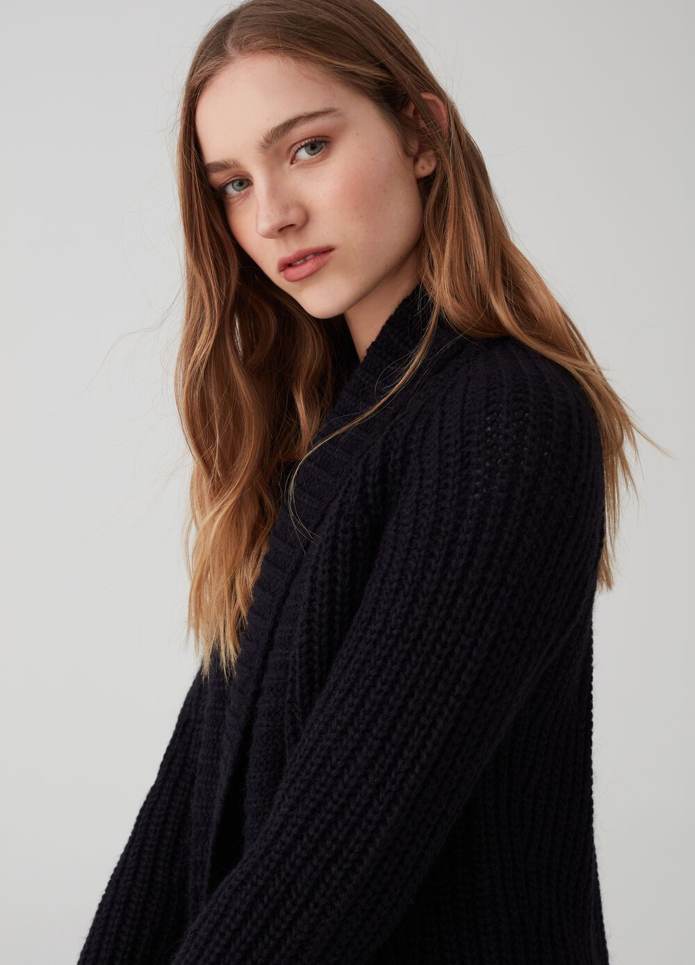 Knitted cardigan without buttons